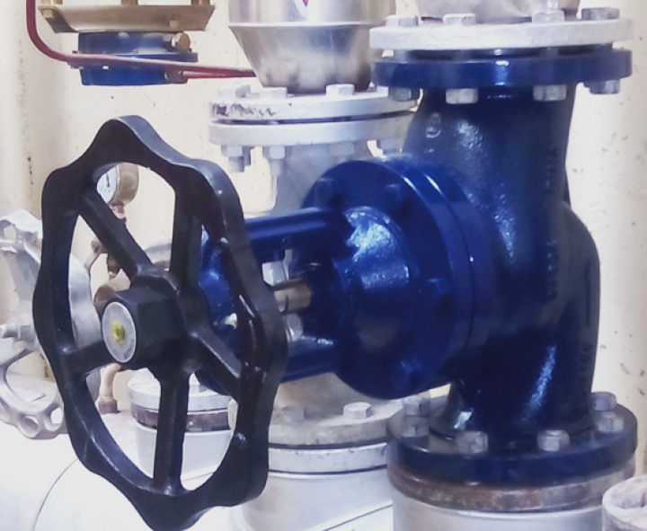 PN16 bellows sealed valve installed at an industrial laundry
